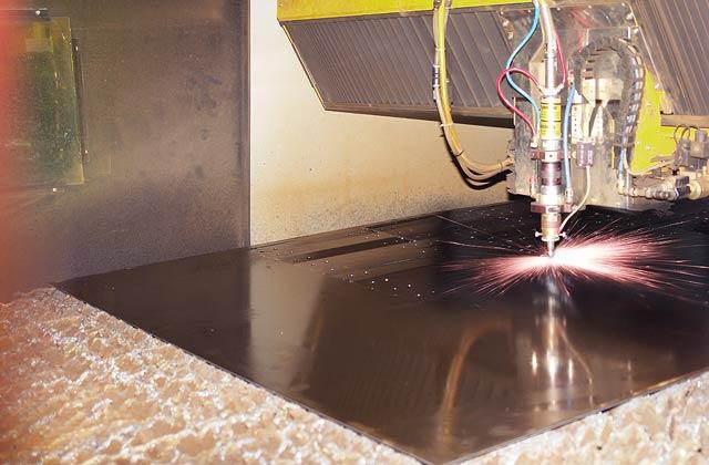 Комплекс лазерного раскроя металла в работе