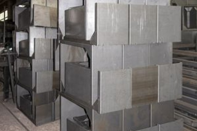 Закладные элементы из металла